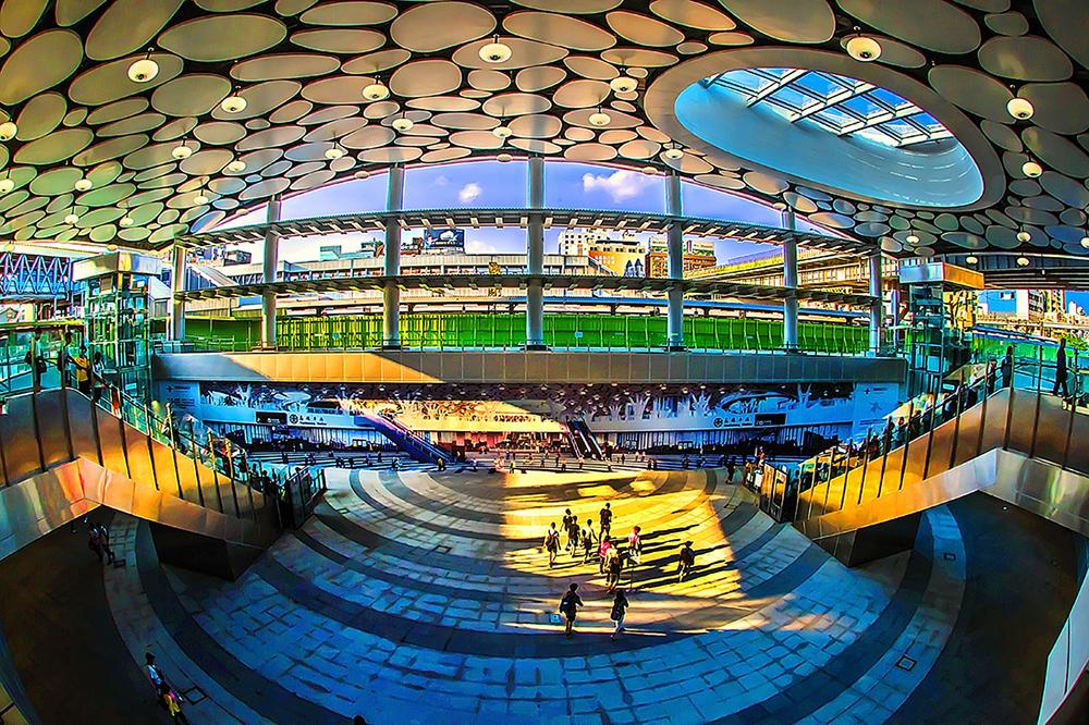 新建高雄火車站大廳。