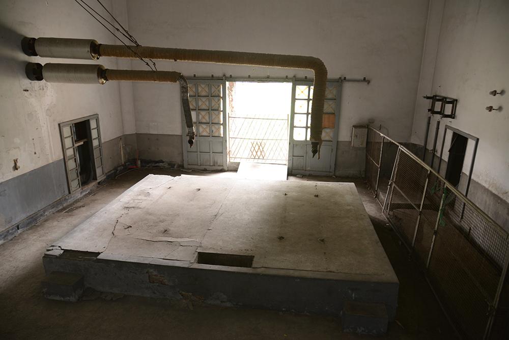 十字電台的室內還保有原先通風管路。