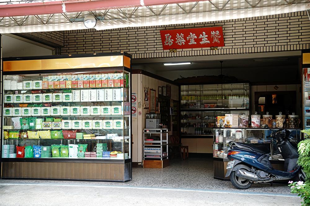 百年中藥房至今仍是甲仙老街的活歷史。
