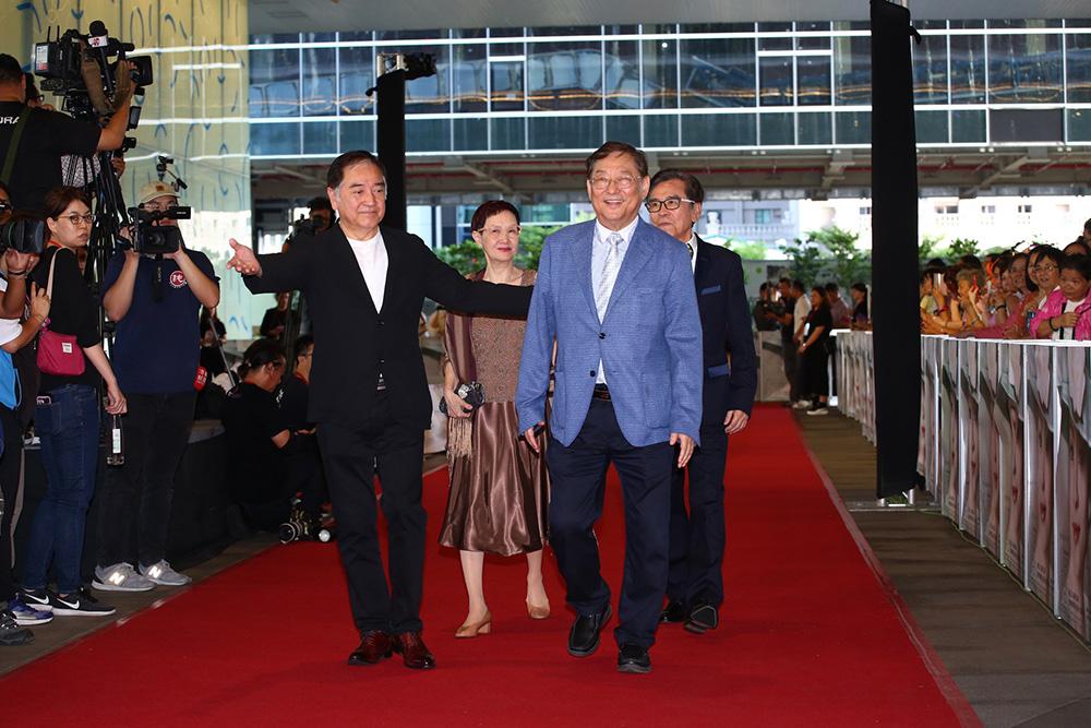 甄珍影展開幕,(左起)秦沛、李琳琳、吳思遠(導演)、姜大衛群星聚集同賀,高雄星光燦爛