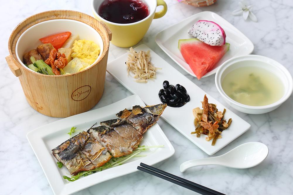 到旗津來份捕魚飯,體驗古早討海人的美味。