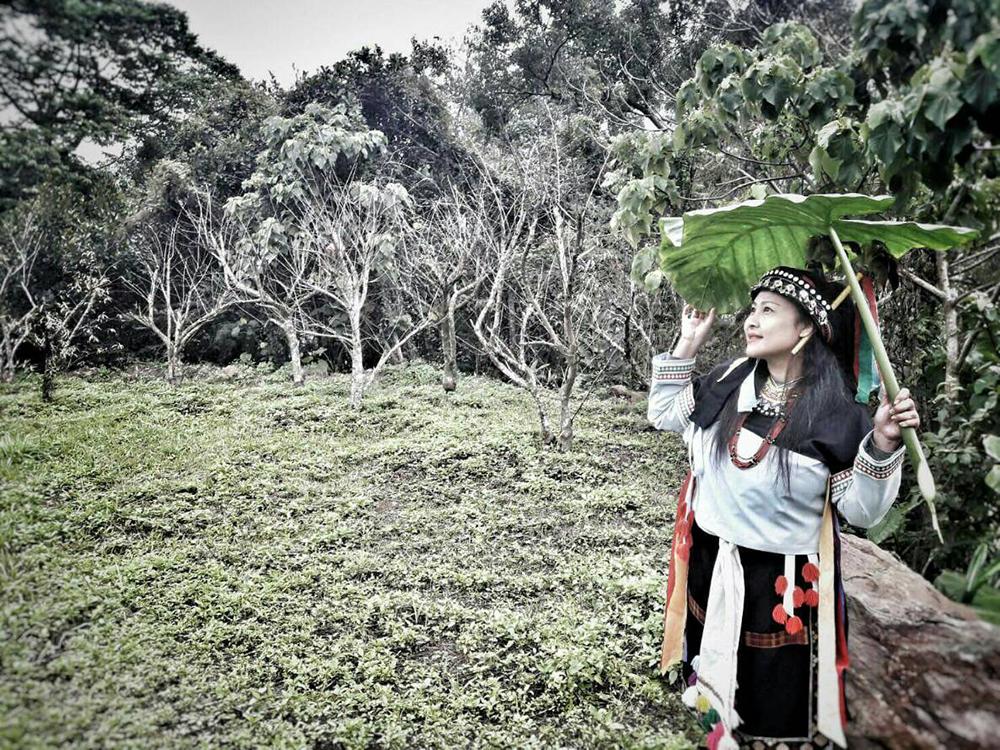 拉阿魯哇族族語教師游枝潔。