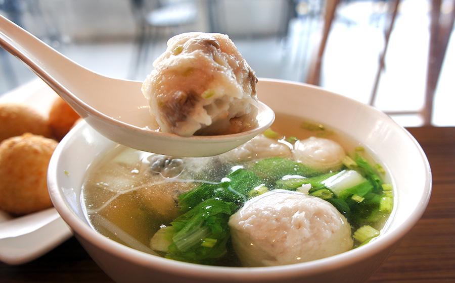 熱呼呼的魚丸湯。