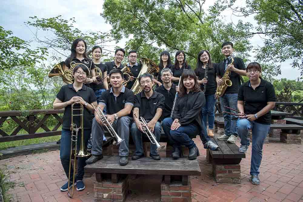 來聽高雄市管樂團演奏咱的年代咱的歌。