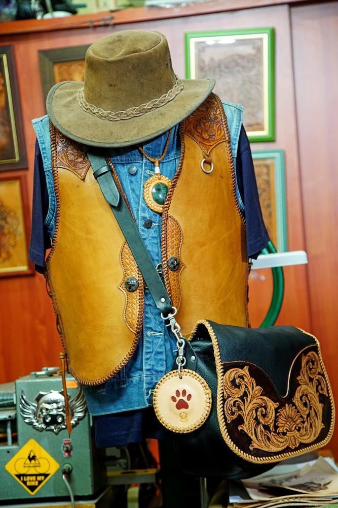 美國西部牛仔一身馬鞍革,是袁子傑最喜愛的個性衣品。