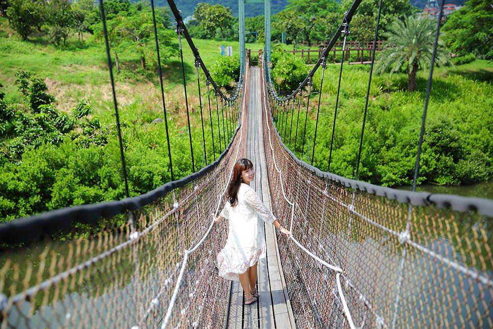 公園內處處都很好取景,走在小徑或吊橋上,隨手一拍也能拍出好作品。