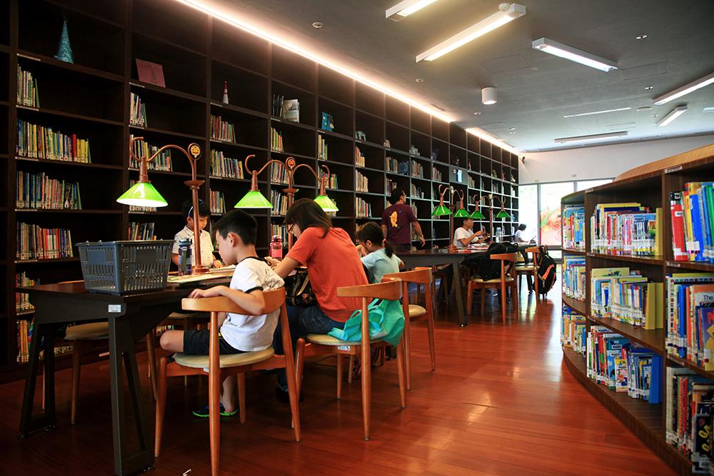 藝術圖書館營造有如波士頓公共圖書館的閱讀空間。