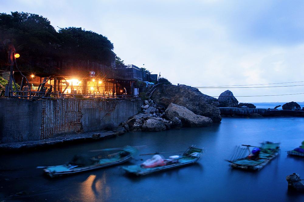 柴山小漁港停泊著零星漁船。