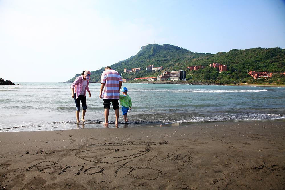 一起在沙灘上寫下愛的宣言。