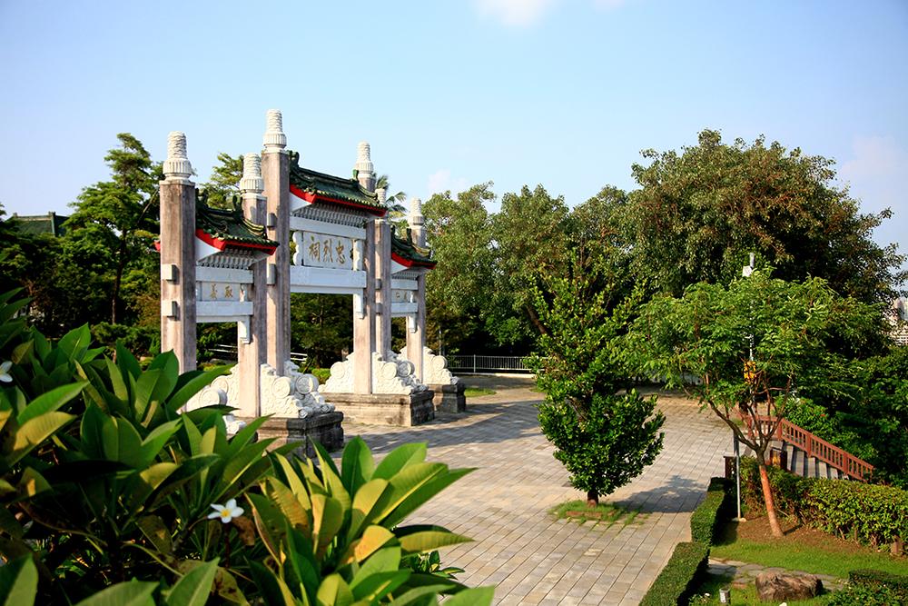 高雄市忠烈祠原址前身為日治時期的高雄神社。