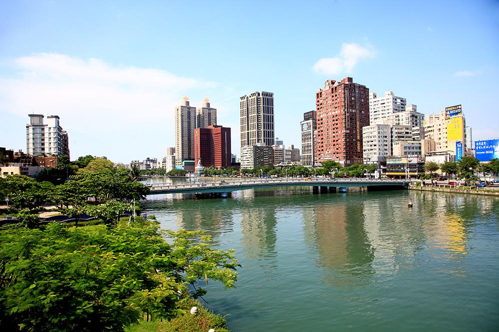 愛河是水岸綠帶、生態廊道。