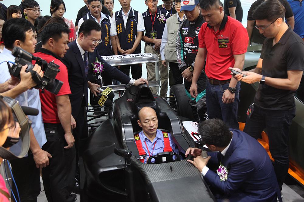 市長韓國瑜的賽車初體驗。