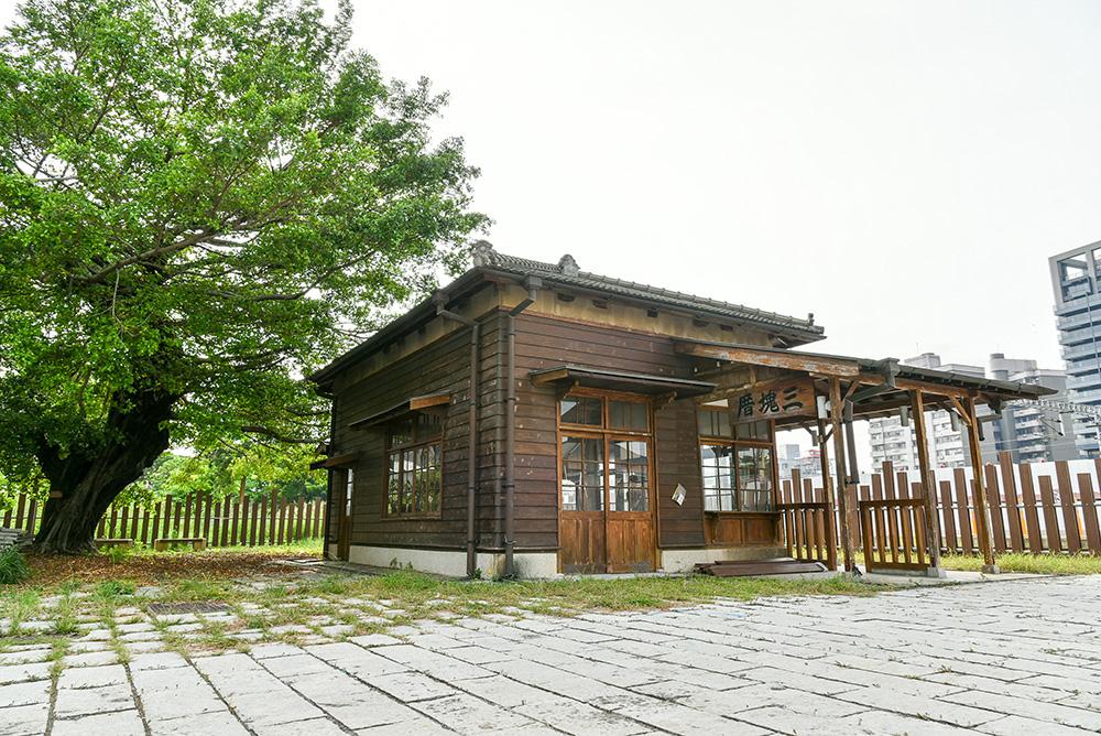 三塊厝舊車站。(攝影/陳十攝影工作室)
