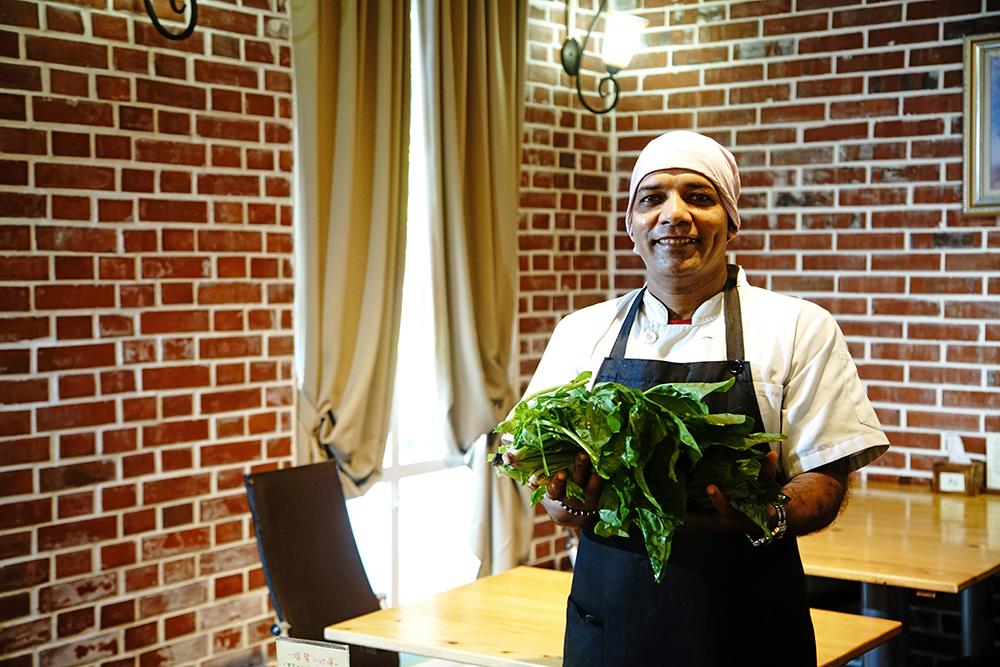 迪立希望能夠提倡低油低鹽的健康蔬食印度料理,也藉由台灣小農的農力一起創造綠色友善餐廳。(攝影/曾信耀)