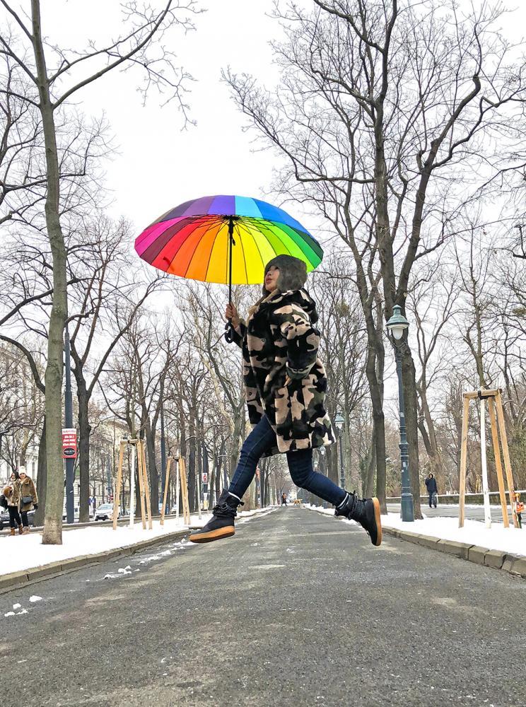 工作不忙的時候,利菁喜歡出國旅遊散散心。(圖片提供/伊林娛樂)