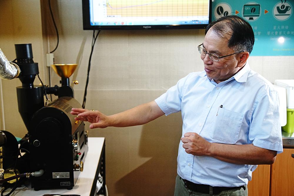 Vita Café總經理張陽燦出身科技界,連聊起咖啡烘焙都是大數據。(攝影/曾信耀)