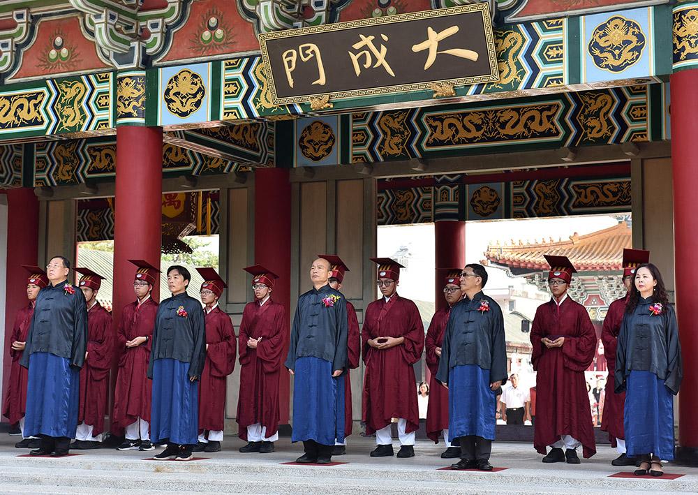 高雄市紀念大成至聖先師孔子誕辰2569週年釋奠典禮上,由市長韓國瑜擔任正獻官。(照片提供/高雄市政府新聞局)