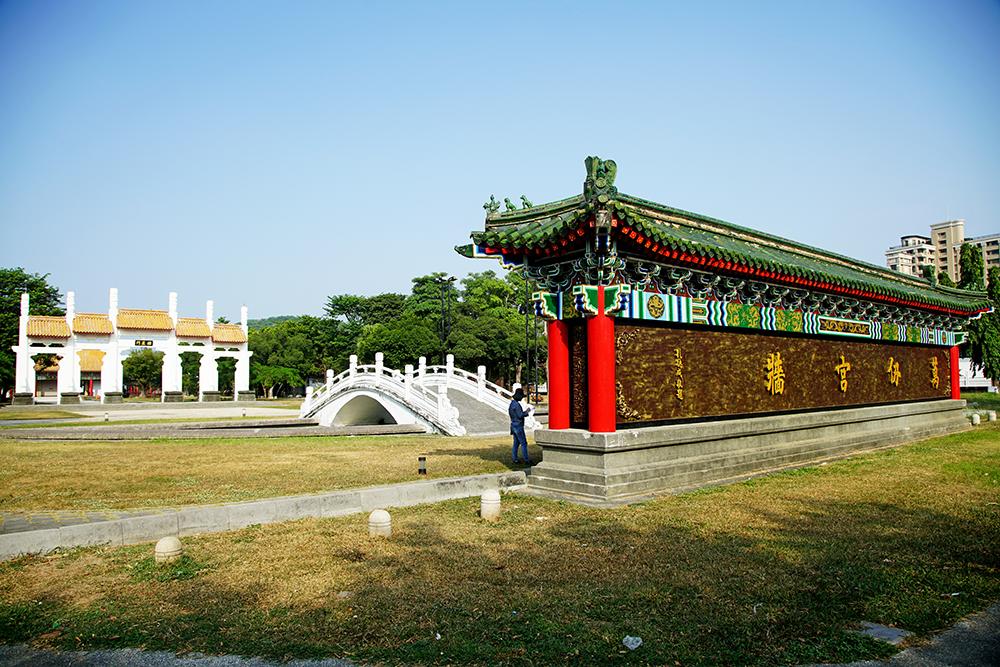 左營孔子廟的萬仞宮牆是蓮池潭畔的地標之一。(攝影/曾信耀)