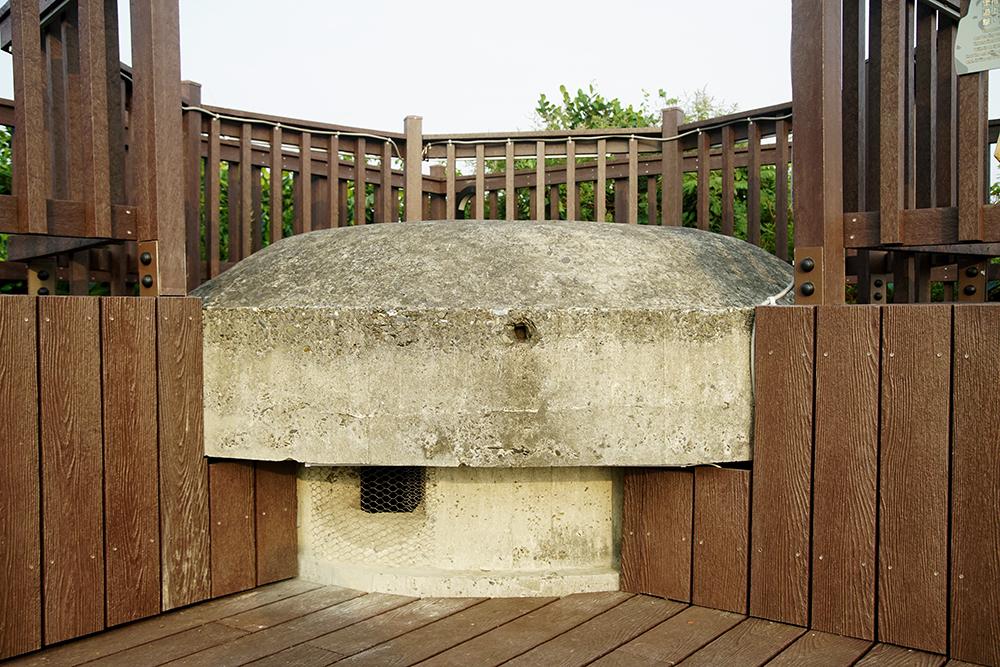 哨船頭上的機槍碉堡,推測建於1944年間日治時期、太平洋戰爭末期,約與史溫侯步道上的防空砲臺群同時建造。(攝影/曾信耀)