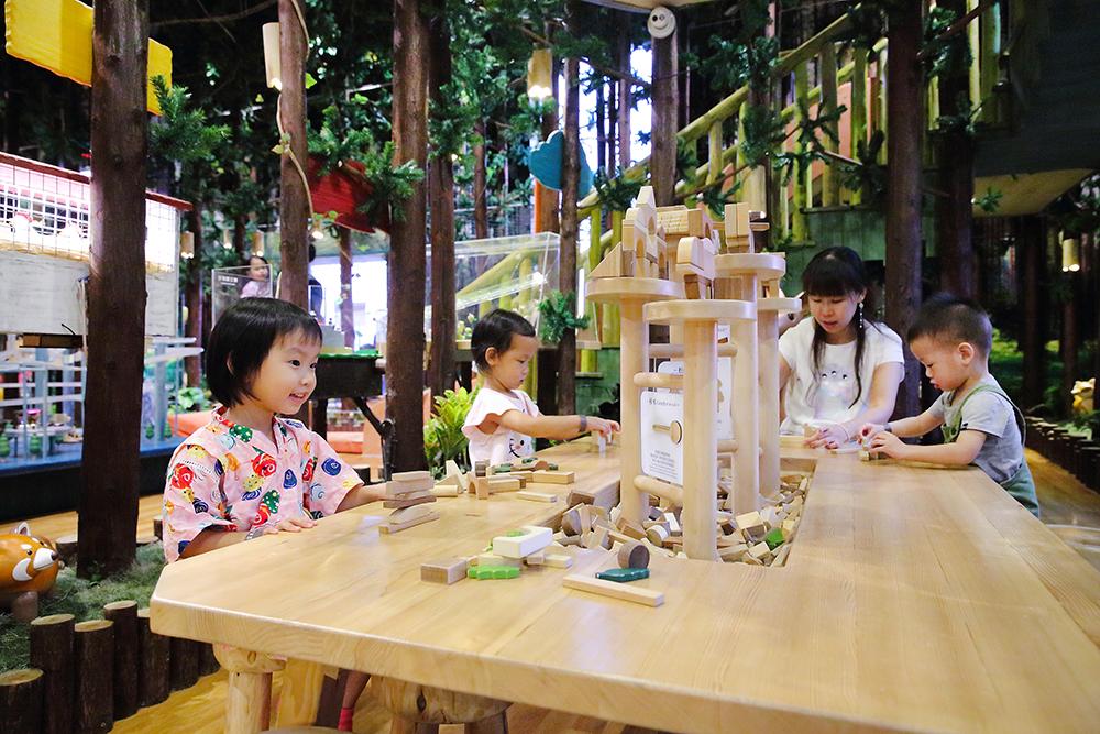 機械木工坊的積木有分初階跟高階,適合不同年齡層的孩子使用。(攝影/Carter)