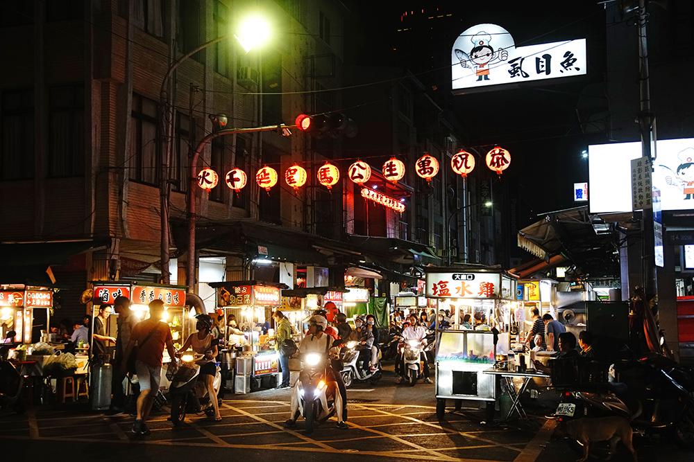 三民街攤販集中區是高雄在地人的私房小吃街。(攝影/曾信耀)