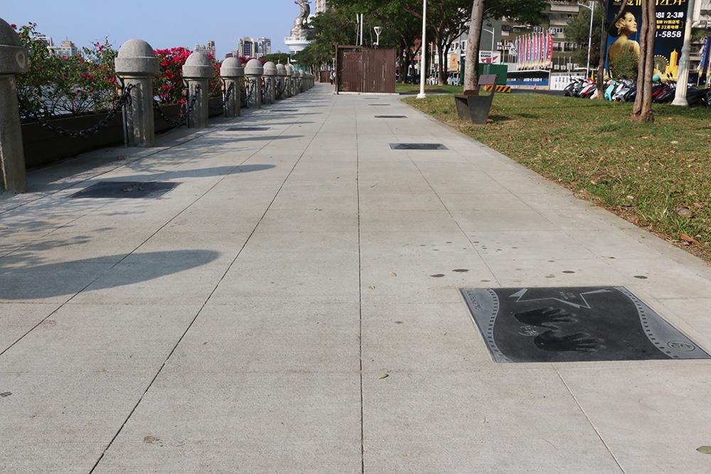 高雄星光大道位於河東路、五福路旁的愛河畔,全長約300公尺。(照片提供/高雄市政府新聞局)