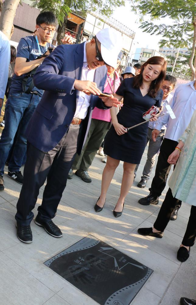 副市長葉匡時也有追星魂。(照片提供/高雄市政府新聞局)