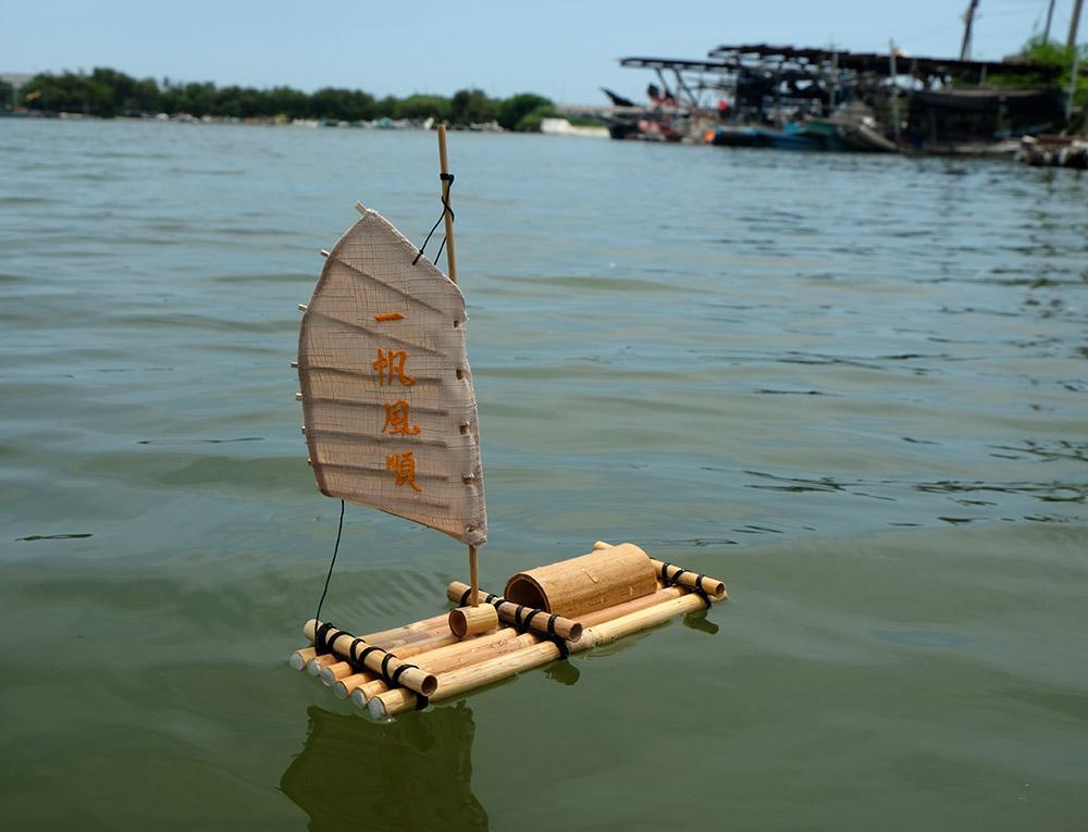 用開卡蘆作艘小漁筏。(攝影/N̂gChú-jiû黃子柔)