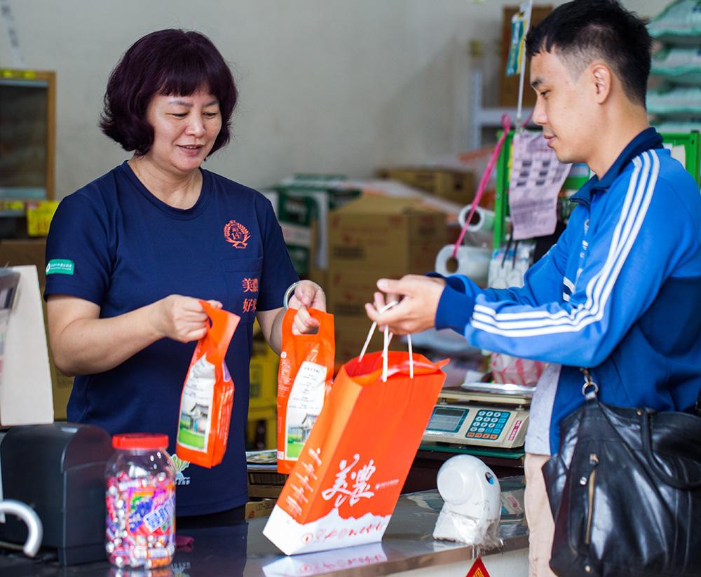 美濃農會超市店長劉美禎。(攝影/連偉志)