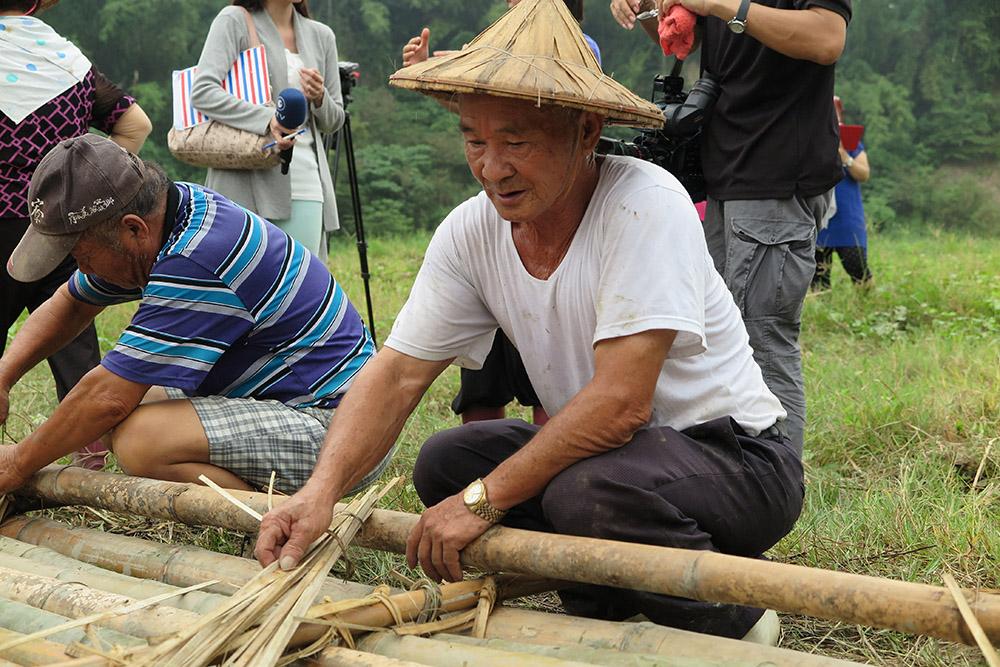 崇德社區的「放竹筏」活動。(攝影/葉郁琪)
