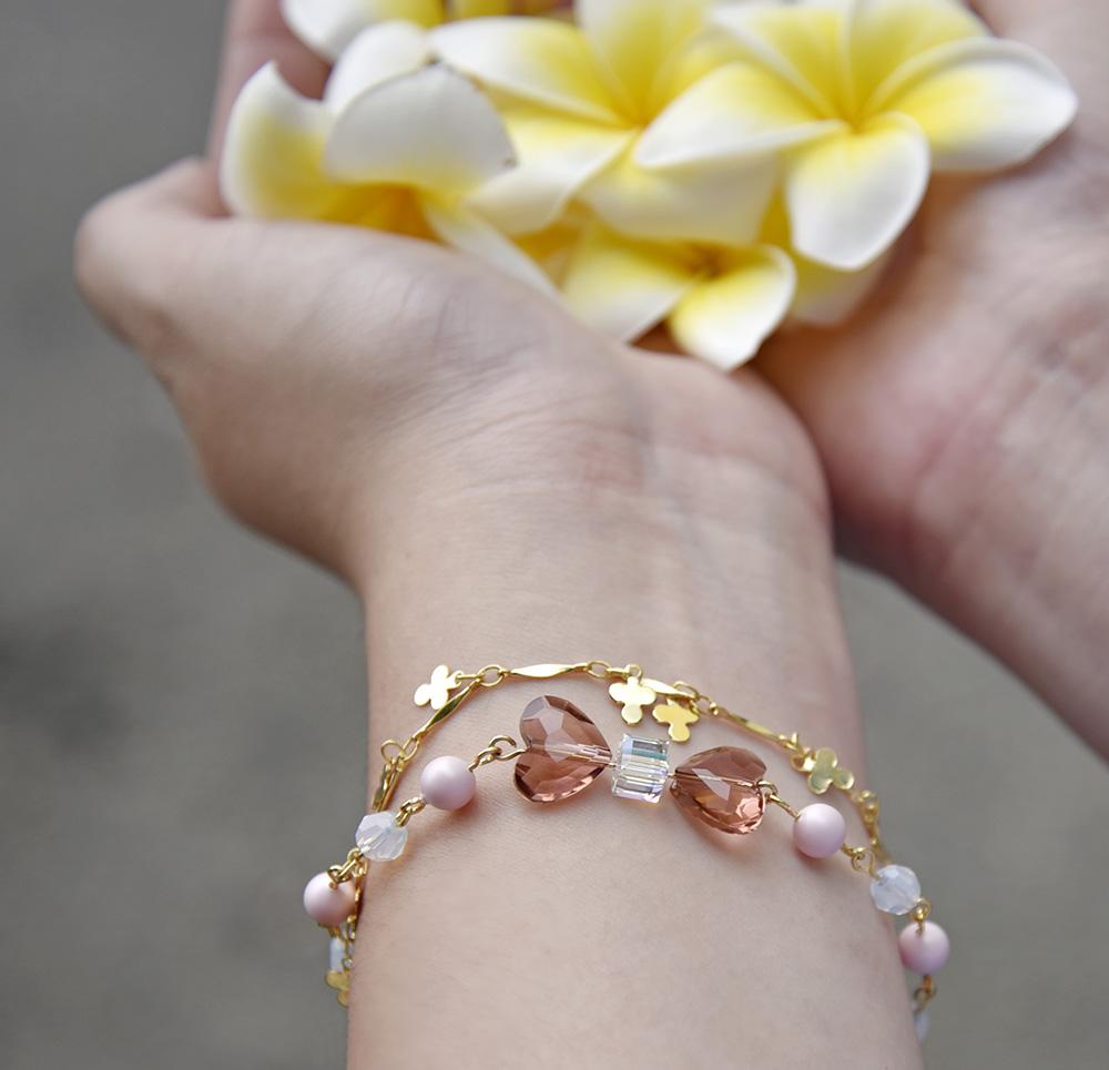 晶瑩清透的串珠手環,夏日絕配。(圖片提供/玩9創意-DIY素材專賣店)