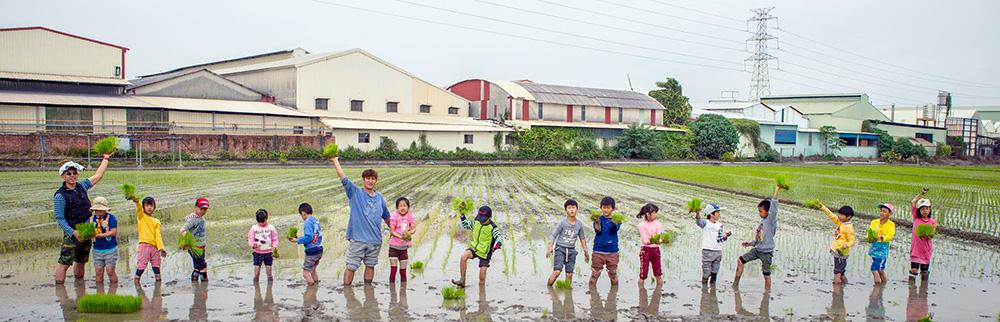 農耕課程讓孩子從土地上學到核心價值。(圖片提供/陳毅鴻)