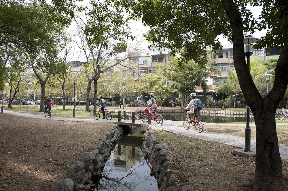 鳳山溪自行車道(攝影╱蕭孟曲)