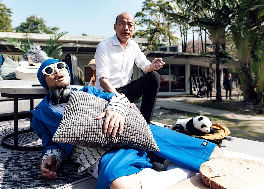 出去走走MV看到最後還有彩蛋,來看看黃明志和韓國瑜市長同框搞笑。(照片提供/堅持夢想文創)