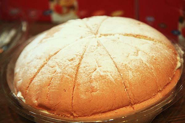 圓潤飽滿的蛋糕體口感十分綿密香甜。