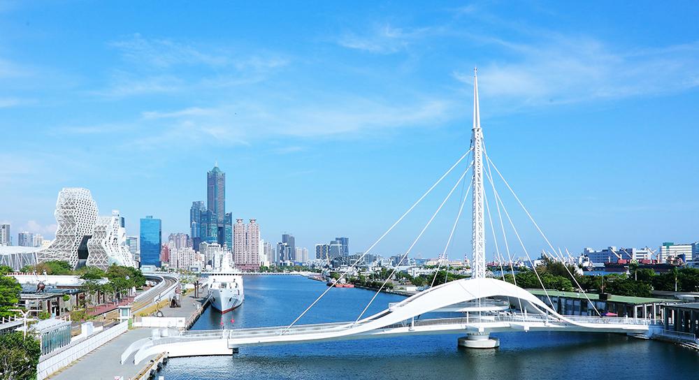 高雄為山海河港兼具的國際城市,大港橋更是台灣首座水平旋轉橋面,別具意義。(攝影/Carter)