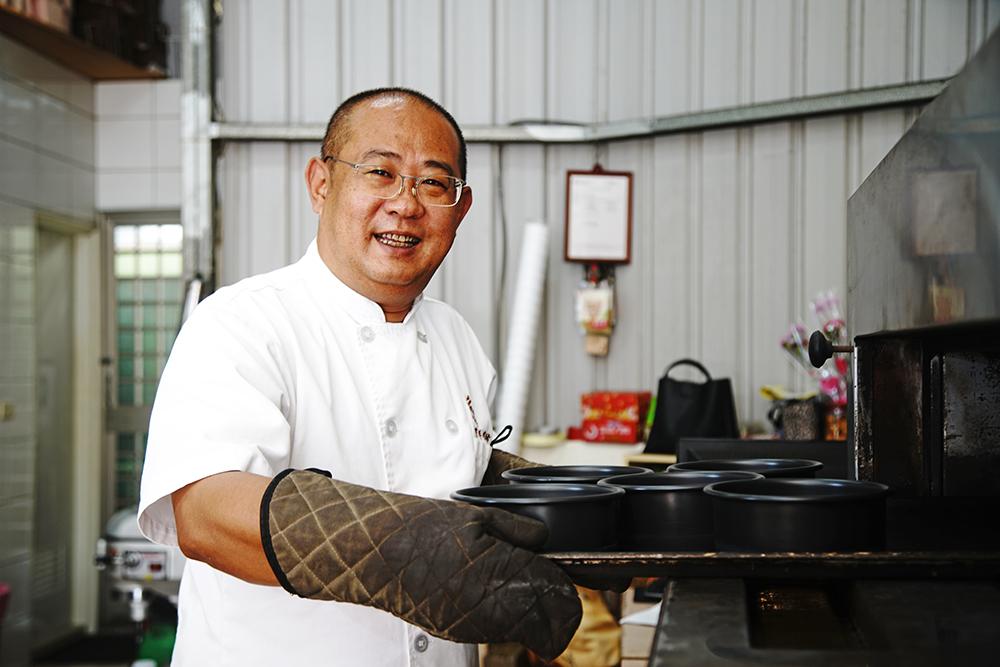 陳豐偉選擇以米為創作素材,遍尋產地食材到烘焙技法全都親自上陣。(攝影/曾信耀)