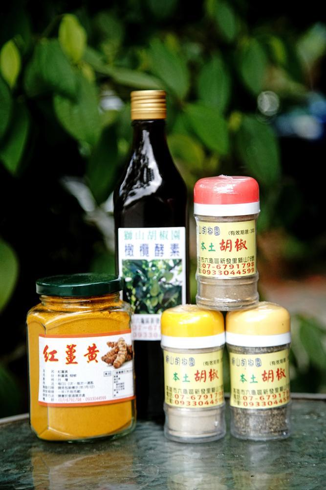 胡椒粉、橄欖酵素、紅薑黃,送禮自用皆宜。(攝影/曾信耀)