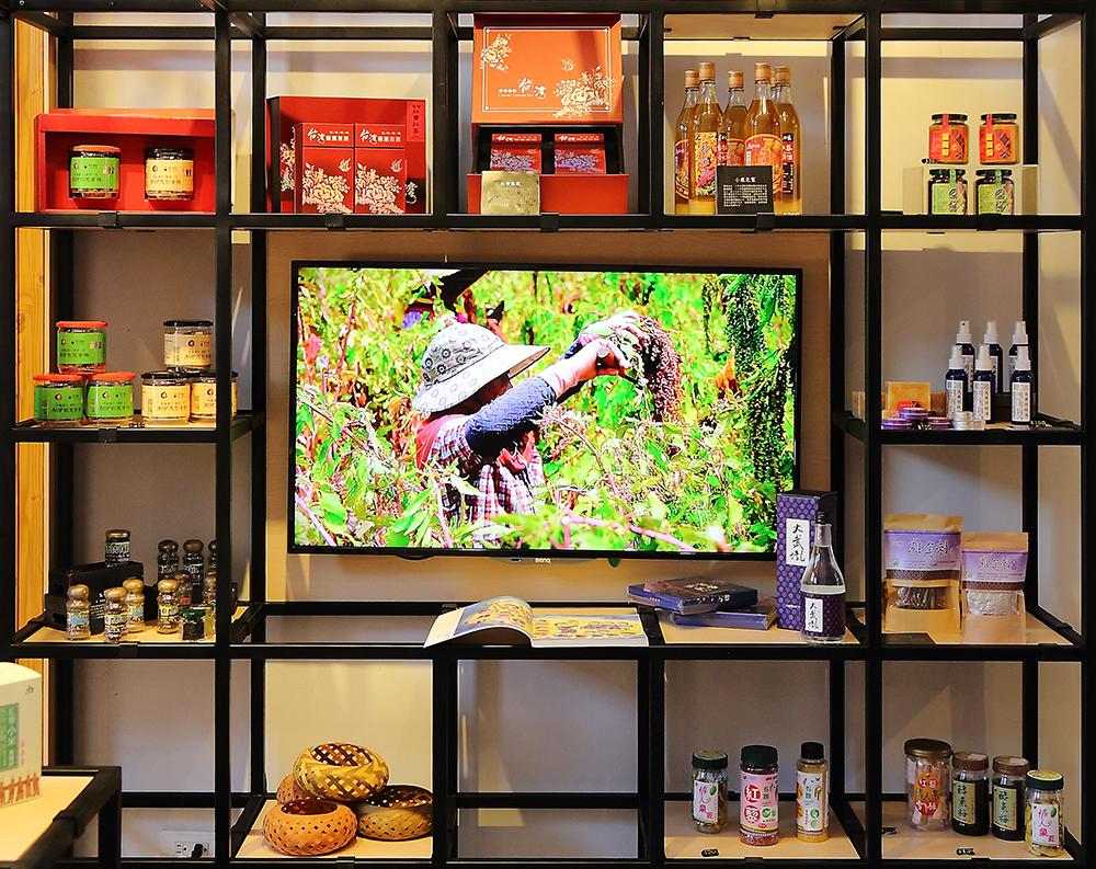 「原駁館」有超過27個優質的原住民品牌產品在此展售。(攝影/Carter)