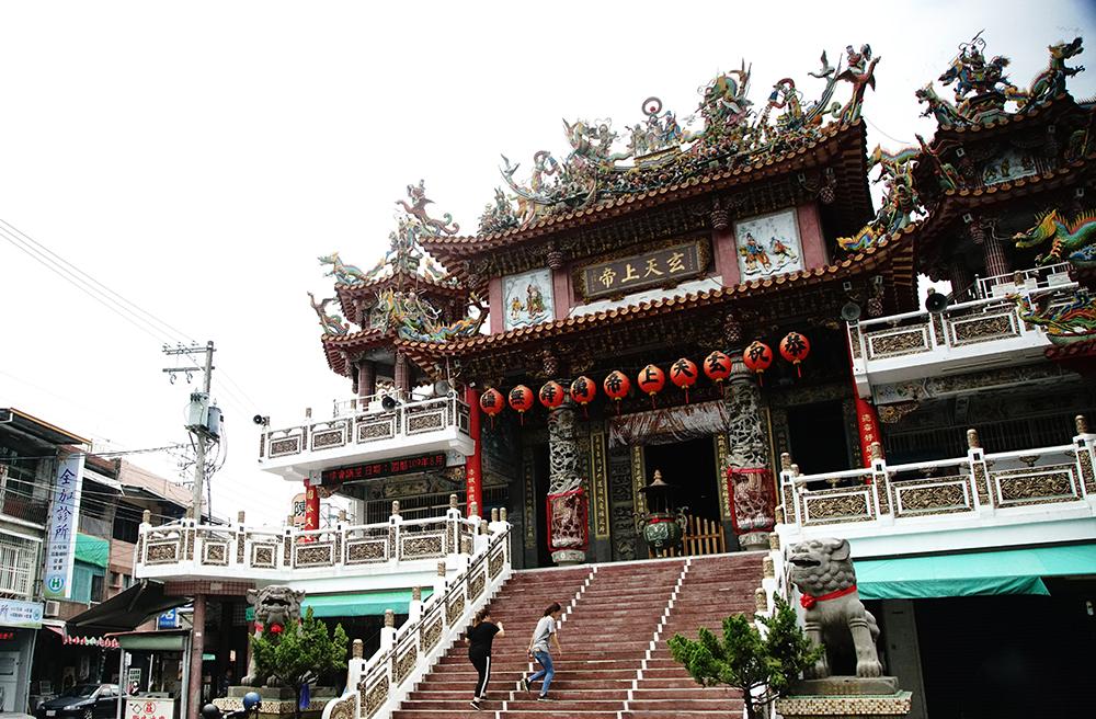 創建於清嘉慶年間的威靈寺,歷史悠久,香火鼎盛。(攝影/曾信耀)