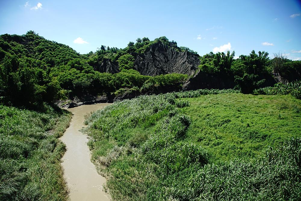 二仁溪年年氾濫,留下的沖積黃土能耕作出甜美鬆軟的地瓜。(攝影/曾信耀)