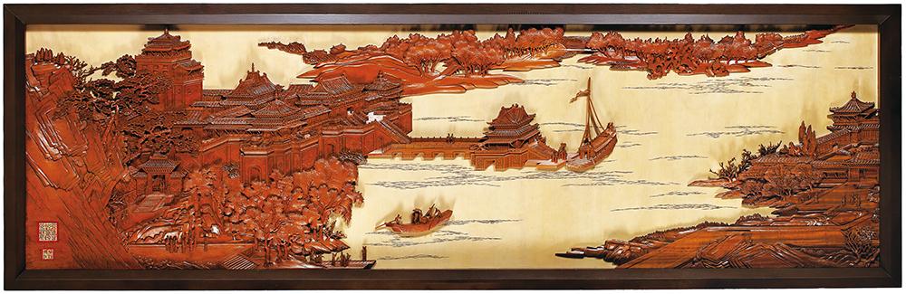 「傳統木雕」工藝代表葉經義的作品《清明上河圖》以浮雕成具立體空間深邃視野的景觀,呈現虛實相間、動靜輝映的完整作品。(照片提供/文化部文化資產局)