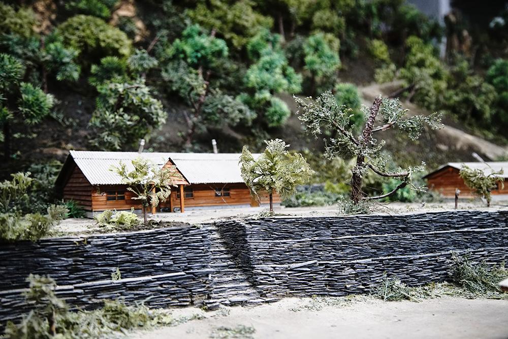 全台首座石板屋聚落模型40:1比例的舊萬山部落。(攝影/曾信耀)