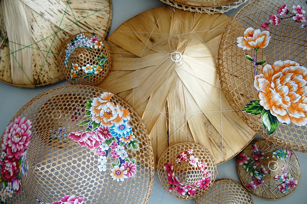以創意設計重新詮釋手工斗笠的文化,傳承珍貴的傳統技藝。(攝影/曾信耀)