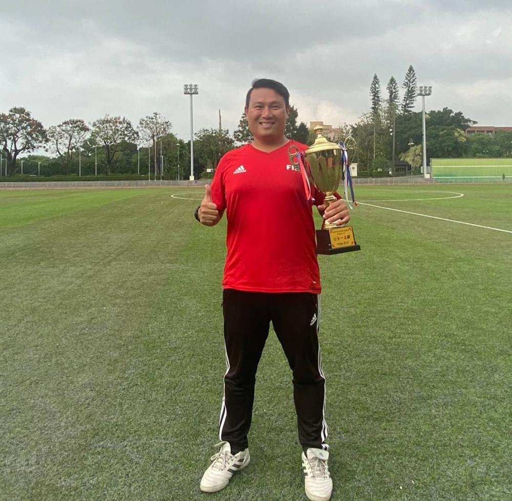 簡盟恩教練現任高雄市足球委員會裁判組長,亦是中華足協競賽官。(圖片提供/簡盟恩)
