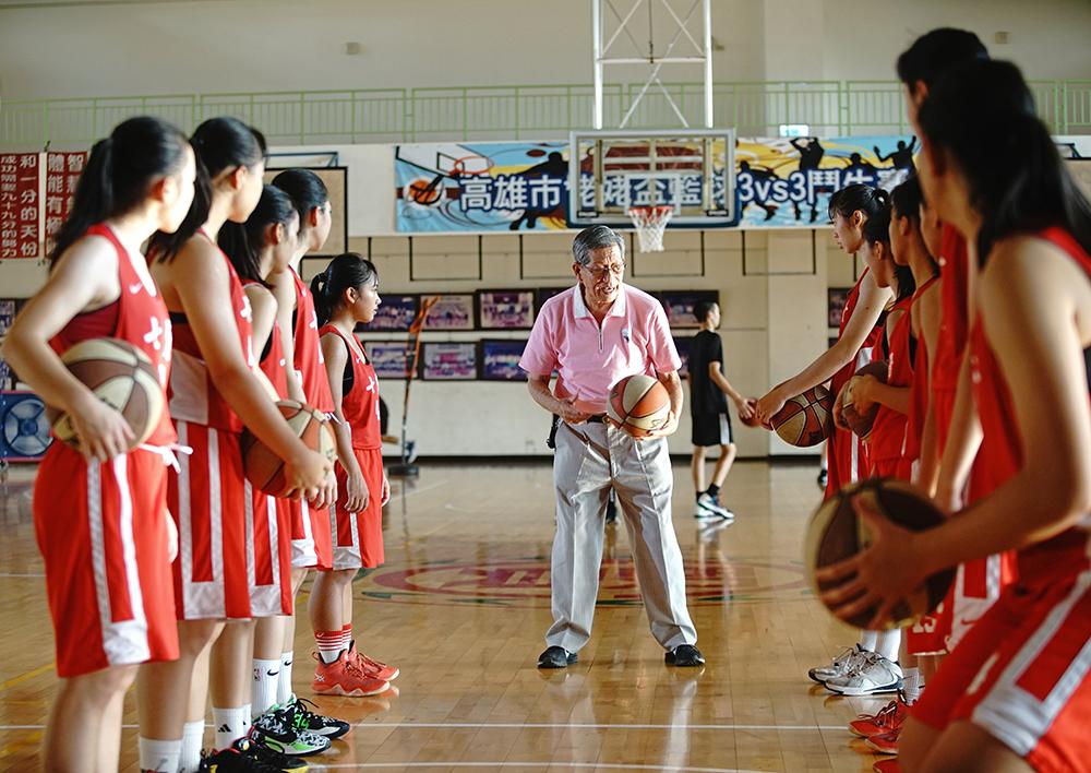 在劉錦池的嚴格訓練下,七賢國中籃球隊戰果輝煌,成為國內籃球人才的重要搖籃。(攝影/曾信耀)