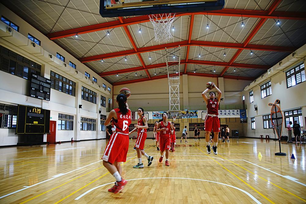 打籃球可能改變人生,許多弱勢家庭的孩子,透過籃球找到未來的不同可能。(攝影/曾信耀)