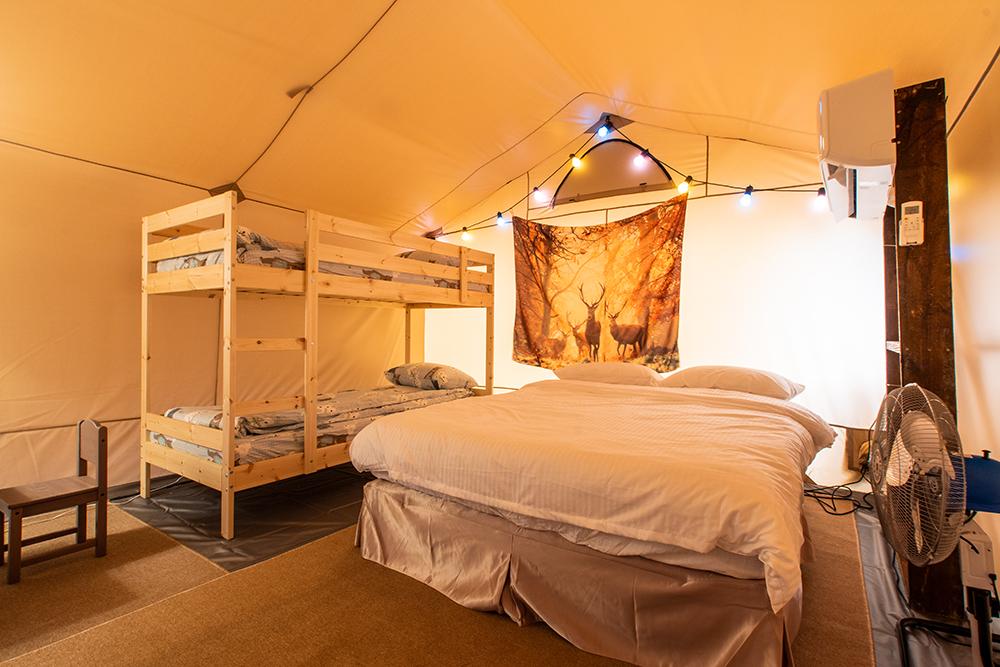 營帳分有一般房及親子房,親子房特別設計上下舖,增添樂趣。(圖片提供/高雄市政府觀光局)