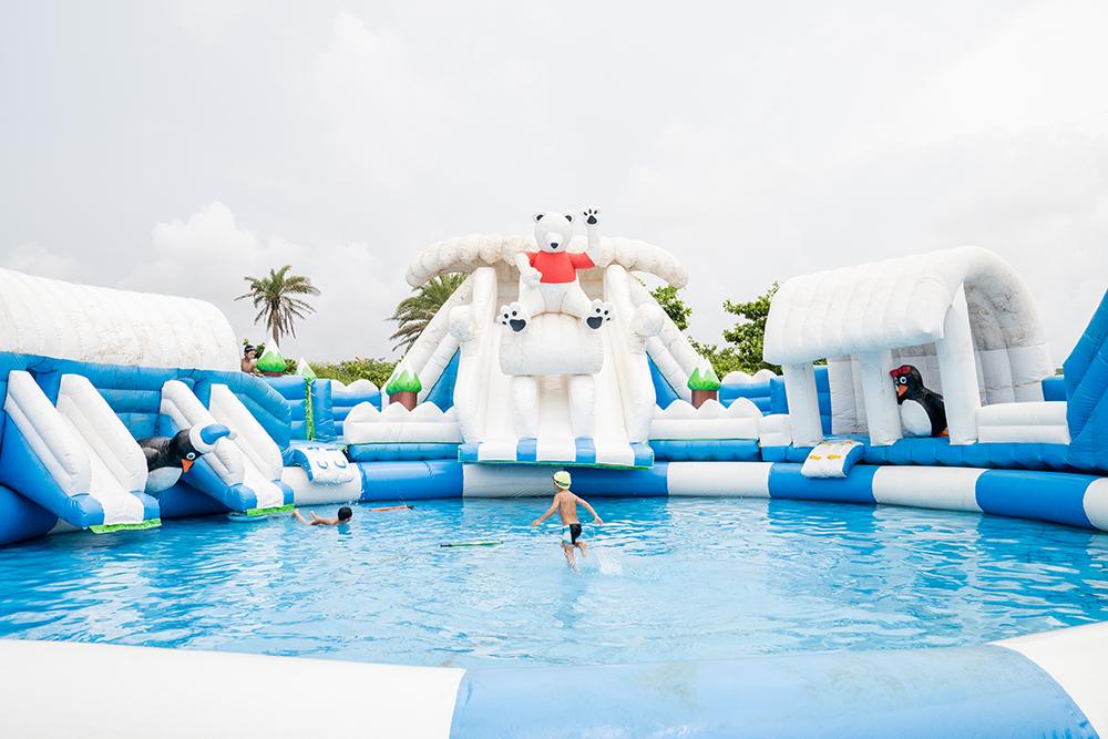 露營區提供戲水池及用來闖關挑戰的泳池,入住者可以免費使用。(圖片提供/高雄市政府觀光局)