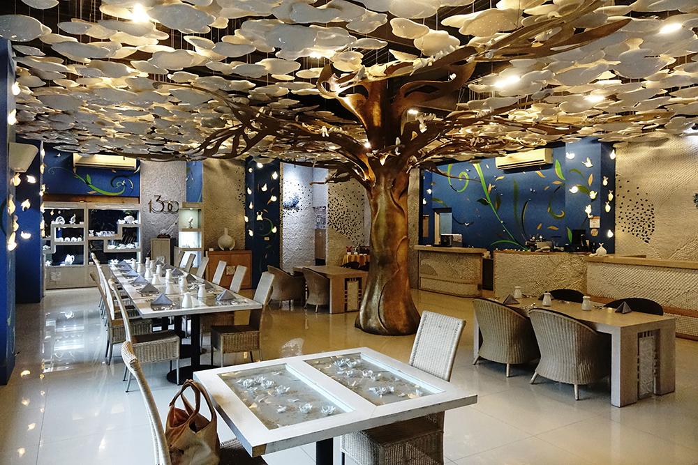 以瓷藝創作的生命之樹,代表著藝術生生不息的力量。(攝影/曾信耀)